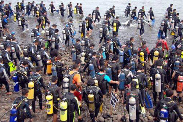 most-people-scuba-diving-simultaneously